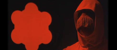 le masque mort rouge